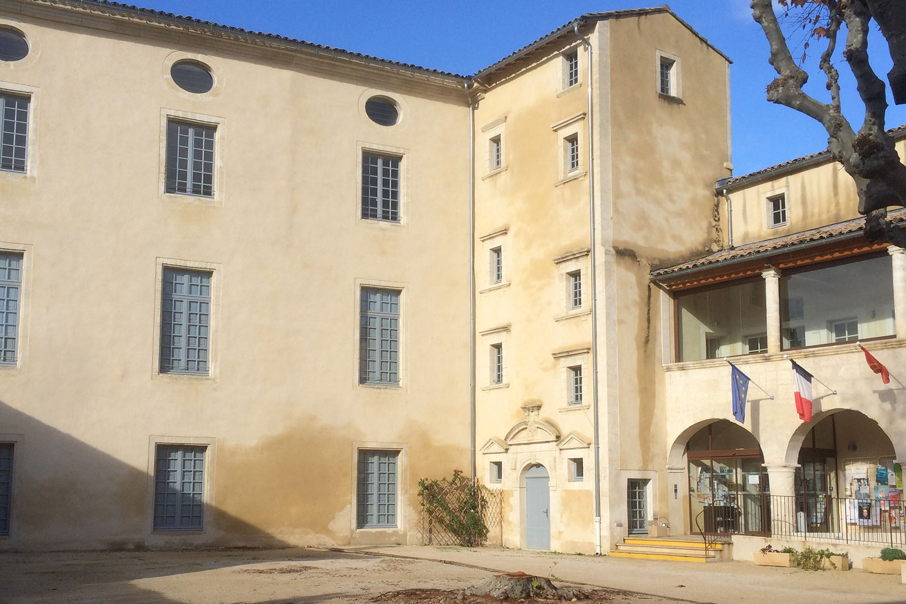 Cour du Château de Saze